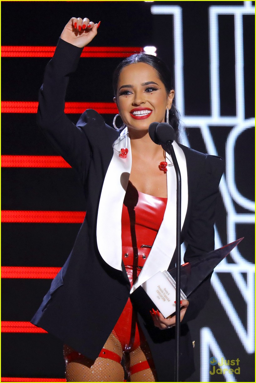 becky g amas carpet pics performance mala santa album 29