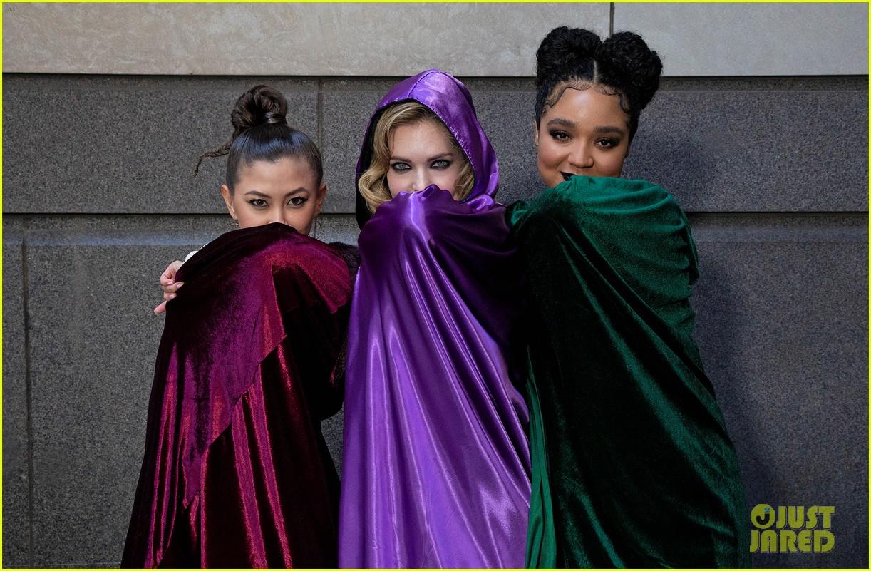 aisha dee meghann fahy kimiko glenn channel sanderson sisters 03
