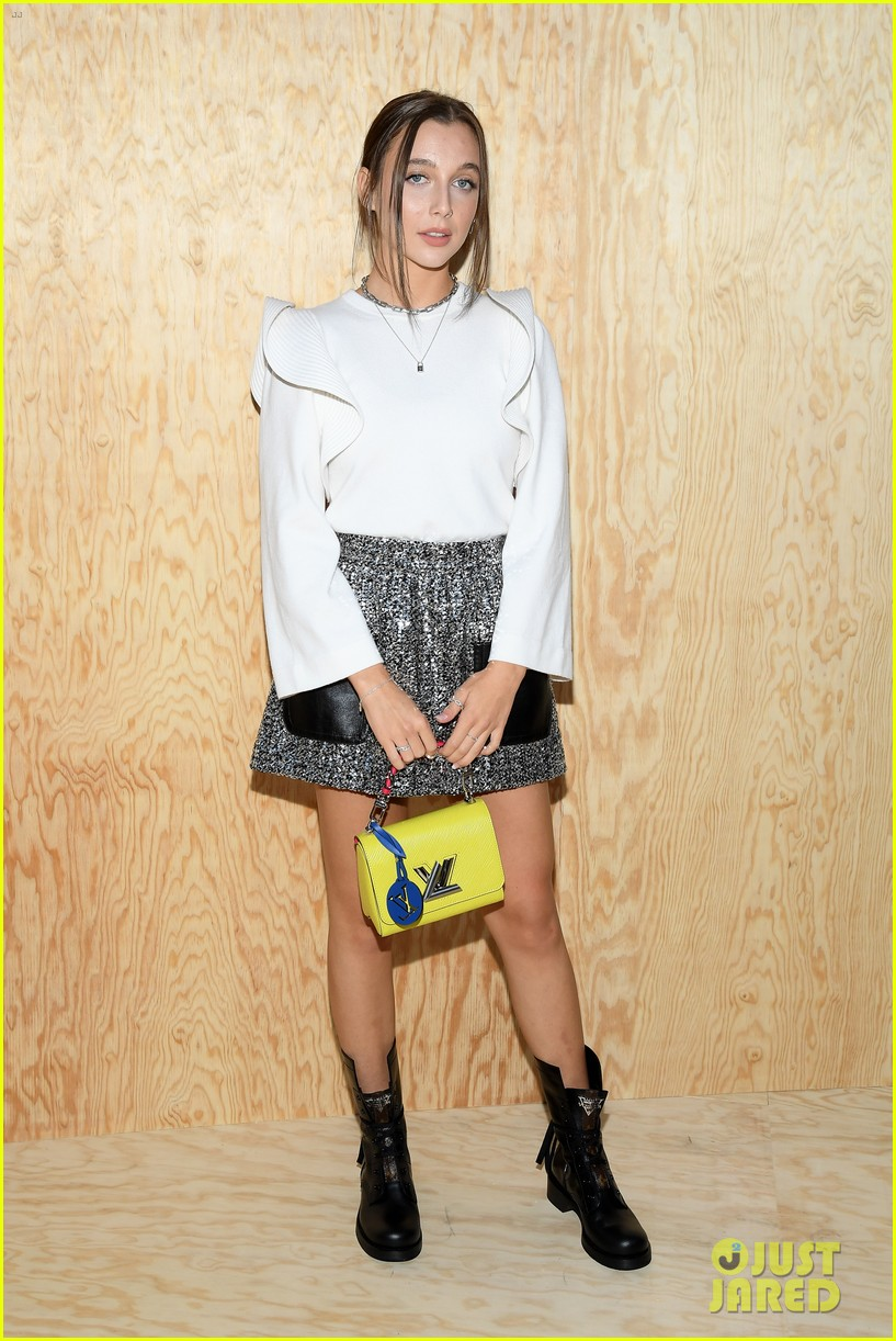 chloe moretz emma chamberlain lv fashion show paris 05