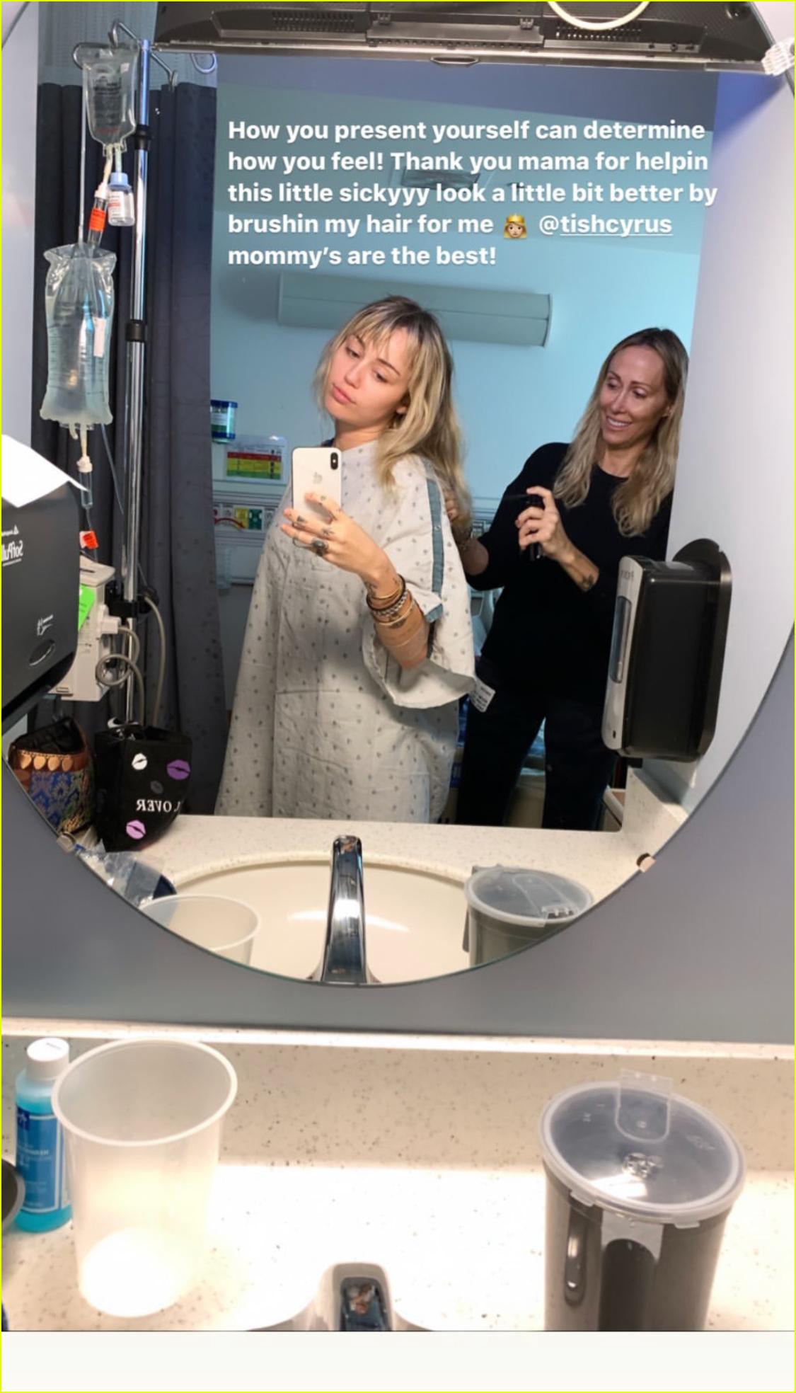 Miley Cyrus Hospitalized for Tonsillitis | Photo 1265189 ...