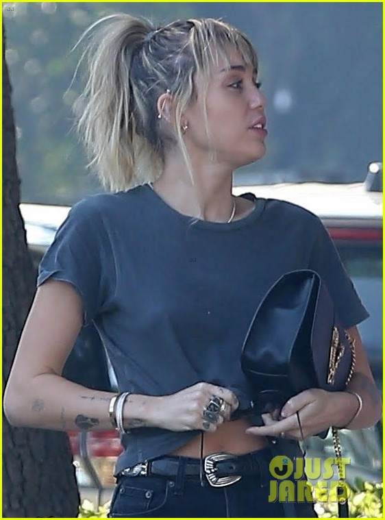 miley cyrus steps out lunch boyfriend cody simpson 03