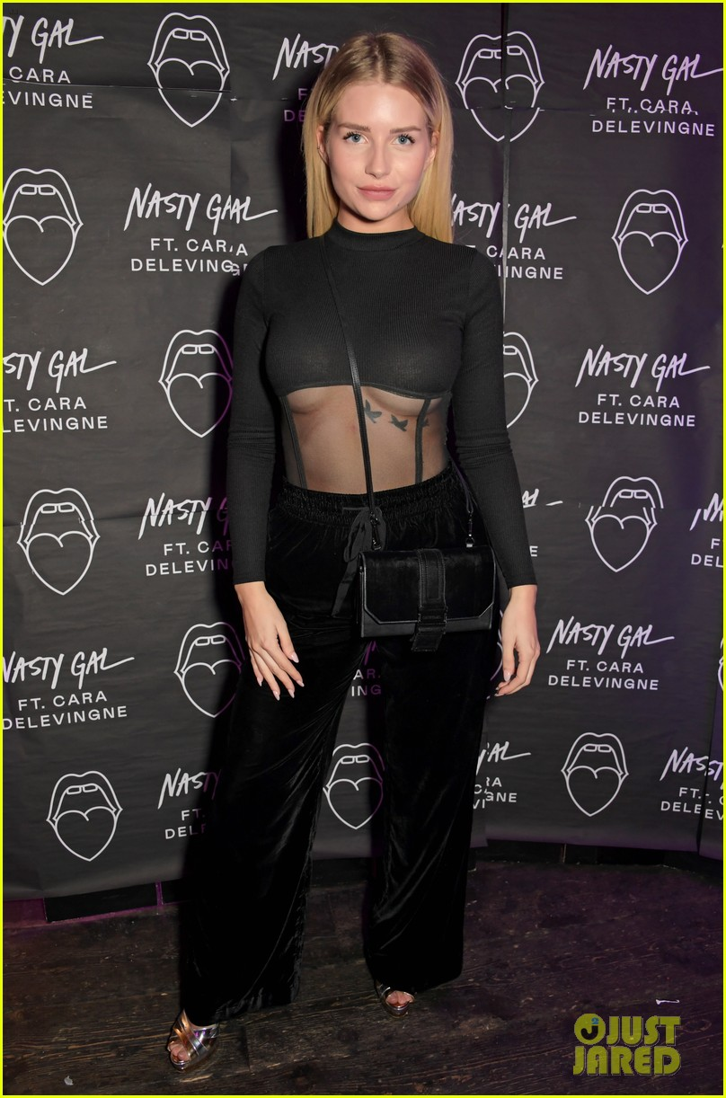 delilah belle shows off new darker hairdo at nasty gal launch with eyal booker 03