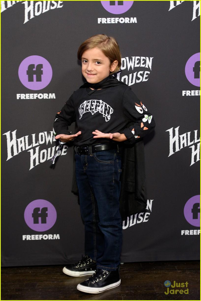 trevor jackson jordan buhat more celebs freeform halloween house 01