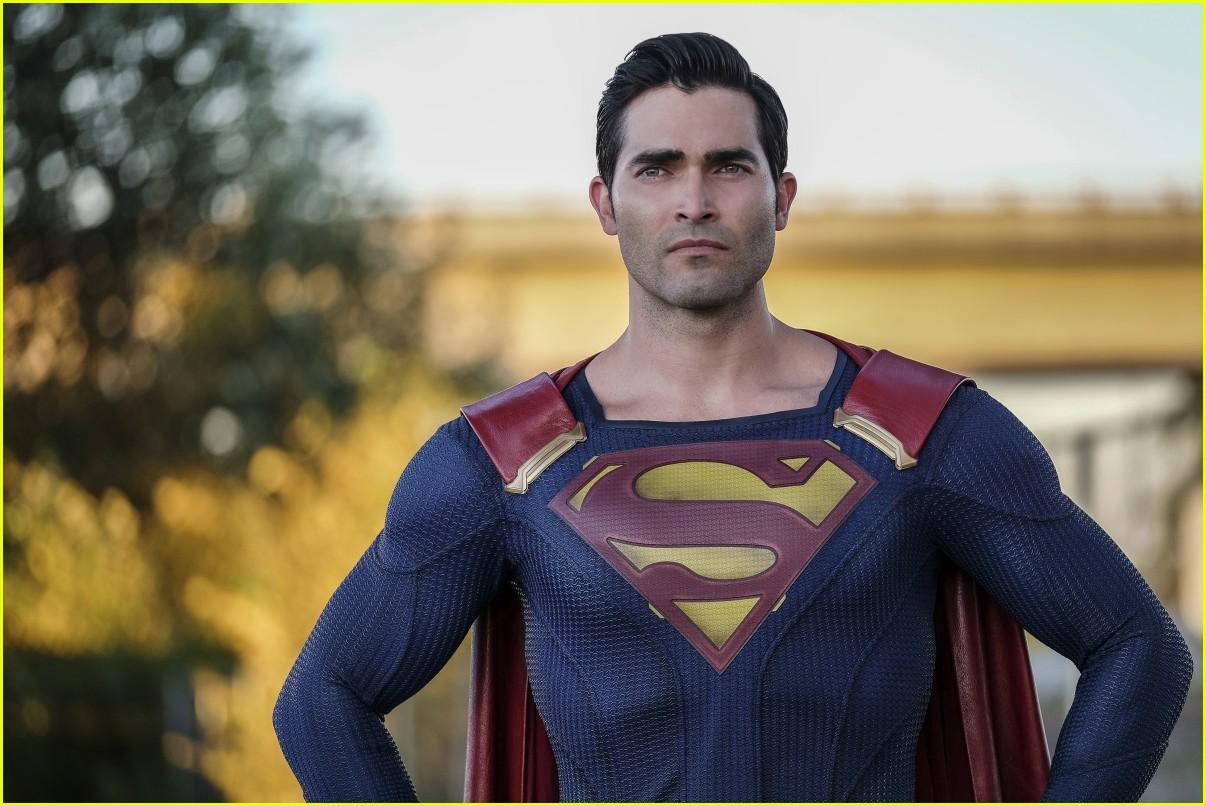 tyler hoechlin bitsie tulloch superman lois lane series 01