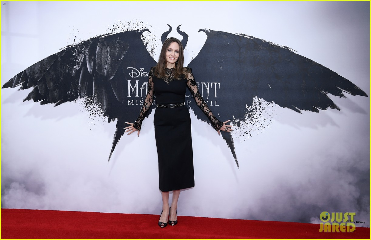 elle fanning angelina jolie maleficent photocall london 11