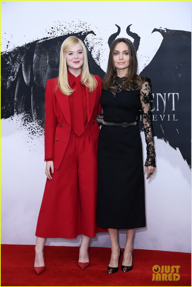 elle fanning angelina jolie maleficent photocall london 13