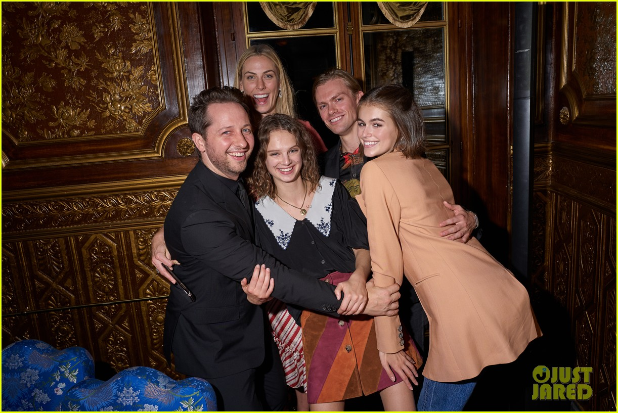 lili reinhart cole sprouse kaia gerber more miu after party 04