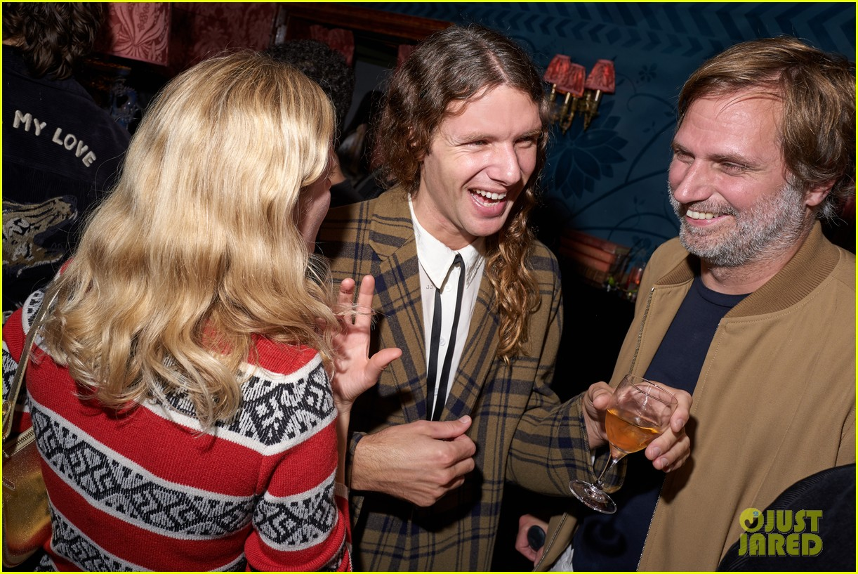 lili reinhart cole sprouse kaia gerber more miu after party 35