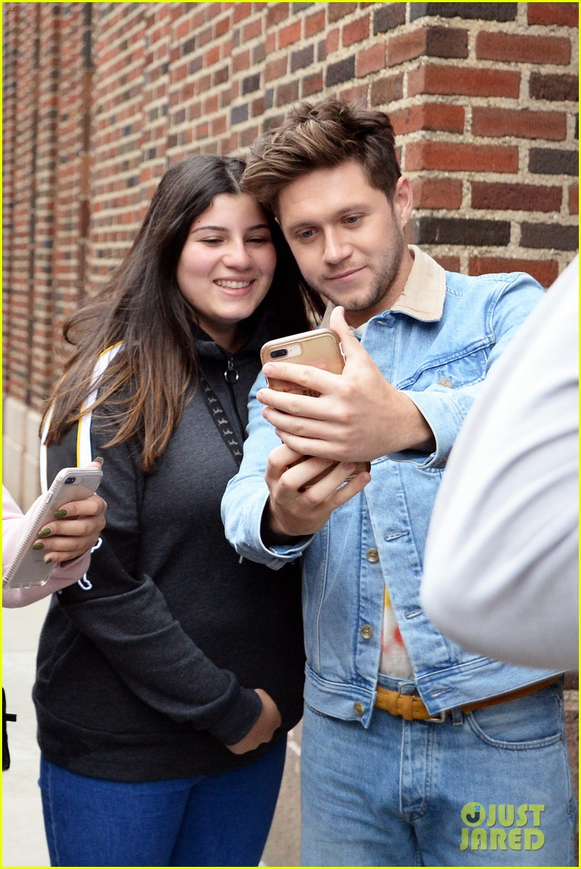 niall horan meets fans after radio interview nyc 02