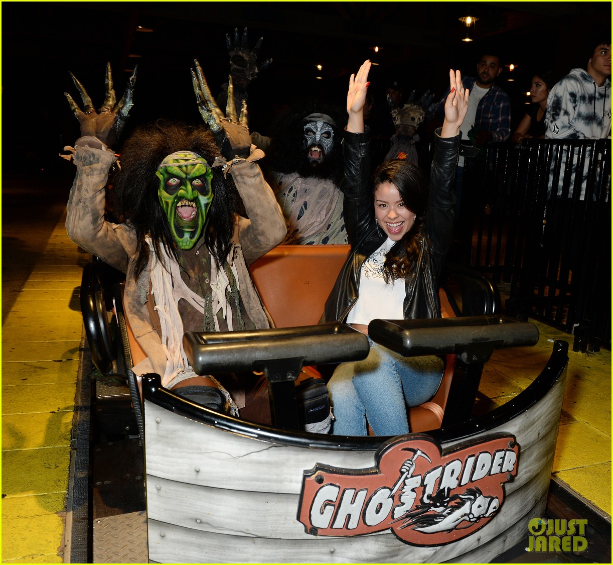 ross lynch gets much needed sibling time at knotts scary farm 16