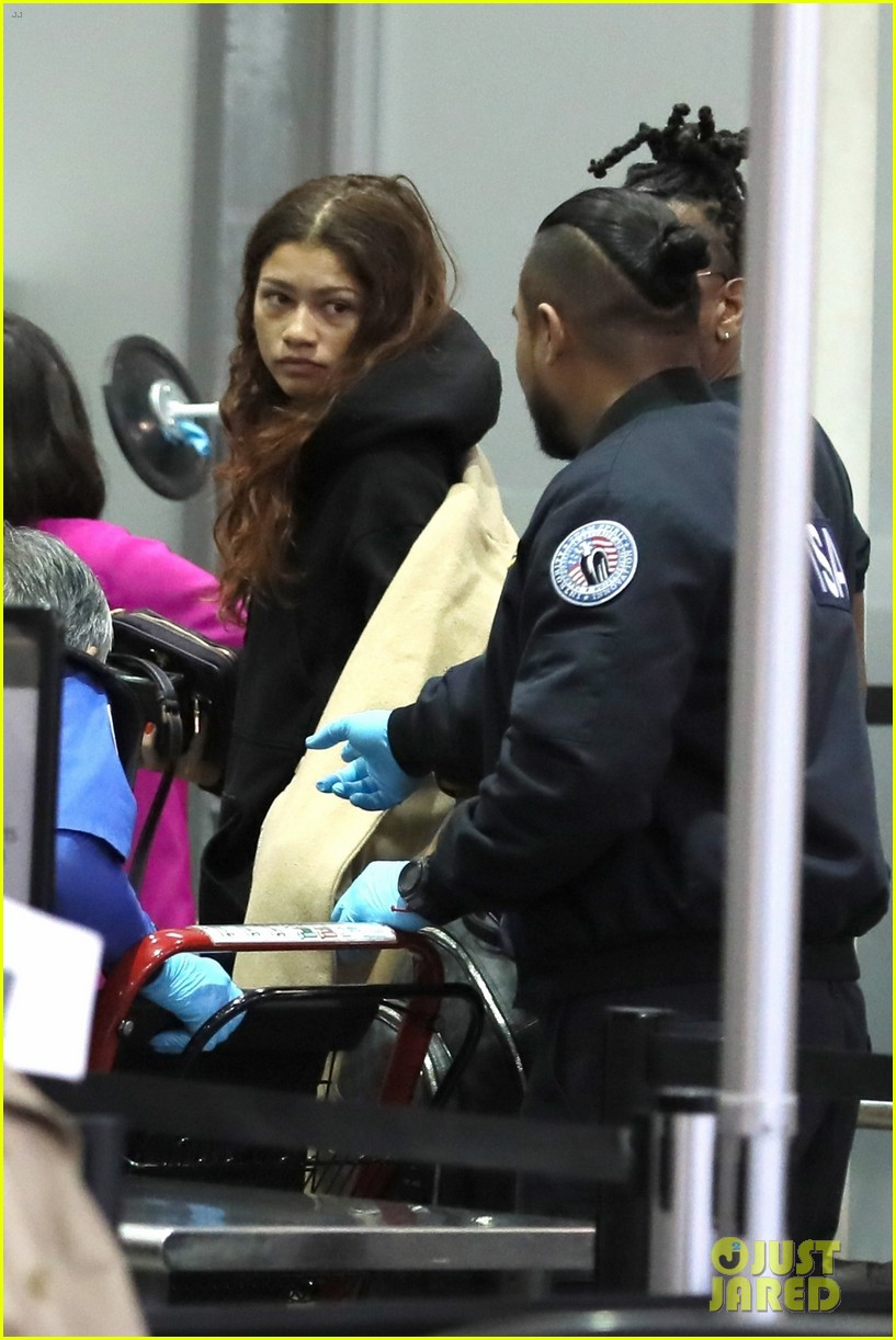 zendaya flight out lax darnell appling pics 01