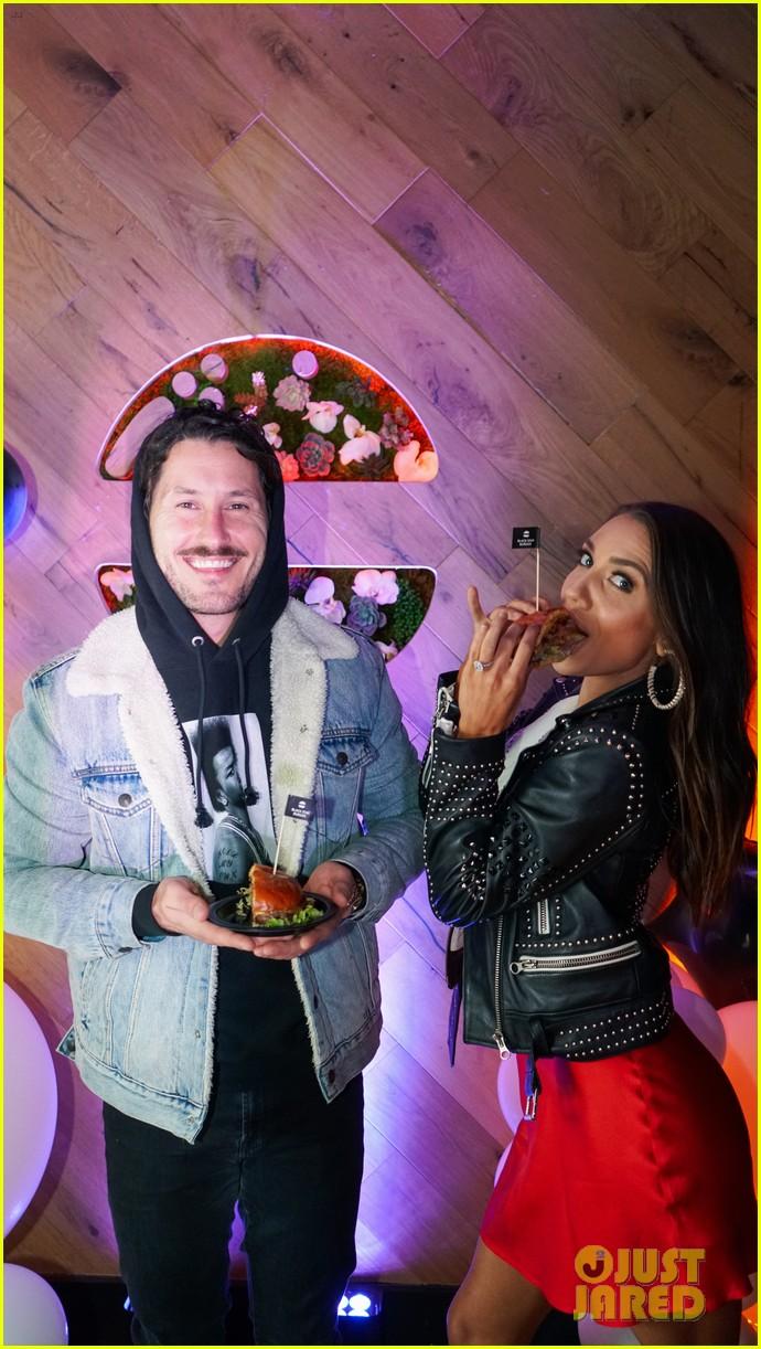 justin hailey bieber blackstar burger event val jenna 04