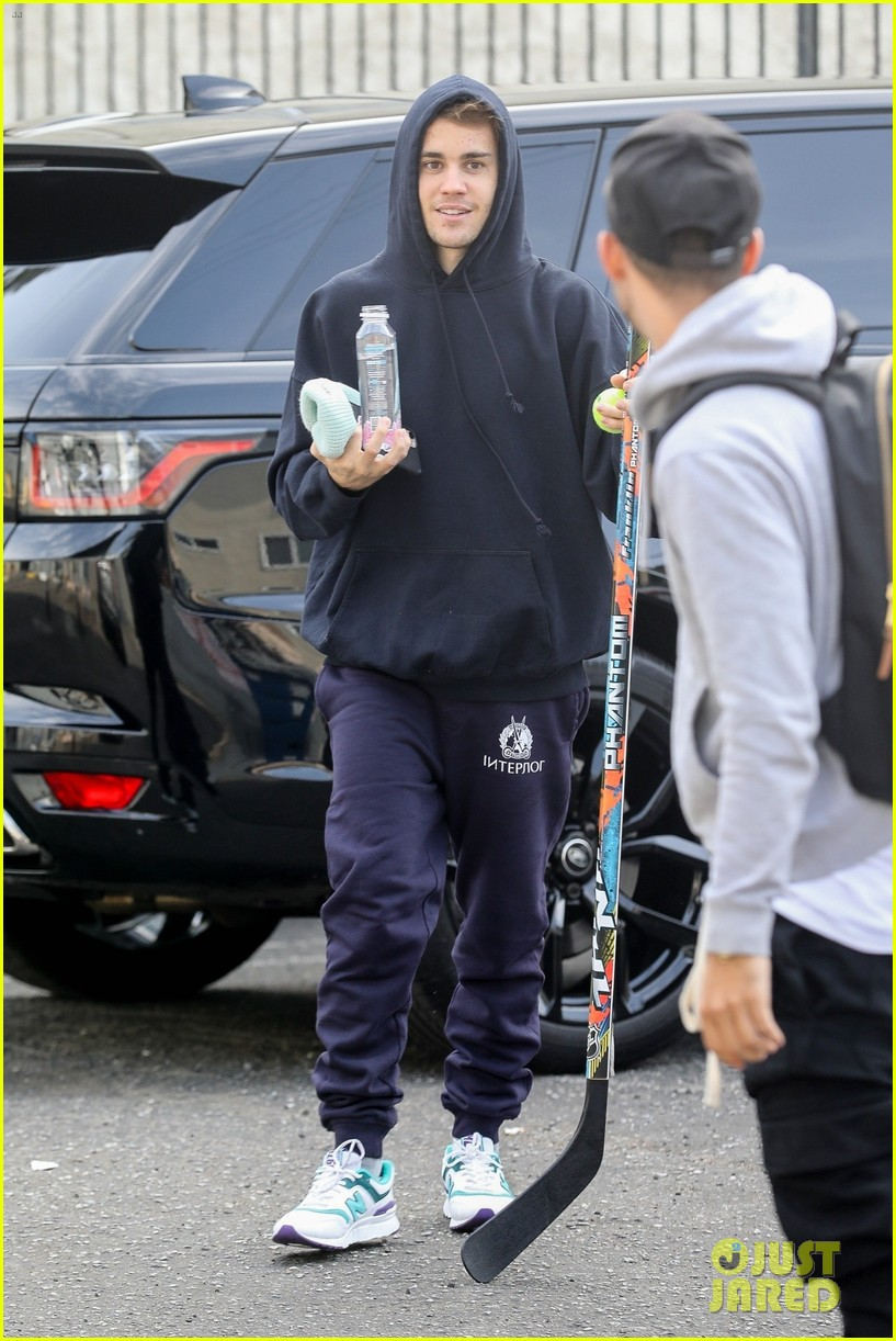 justin hailey bieber blackstar burger event val jenna 06