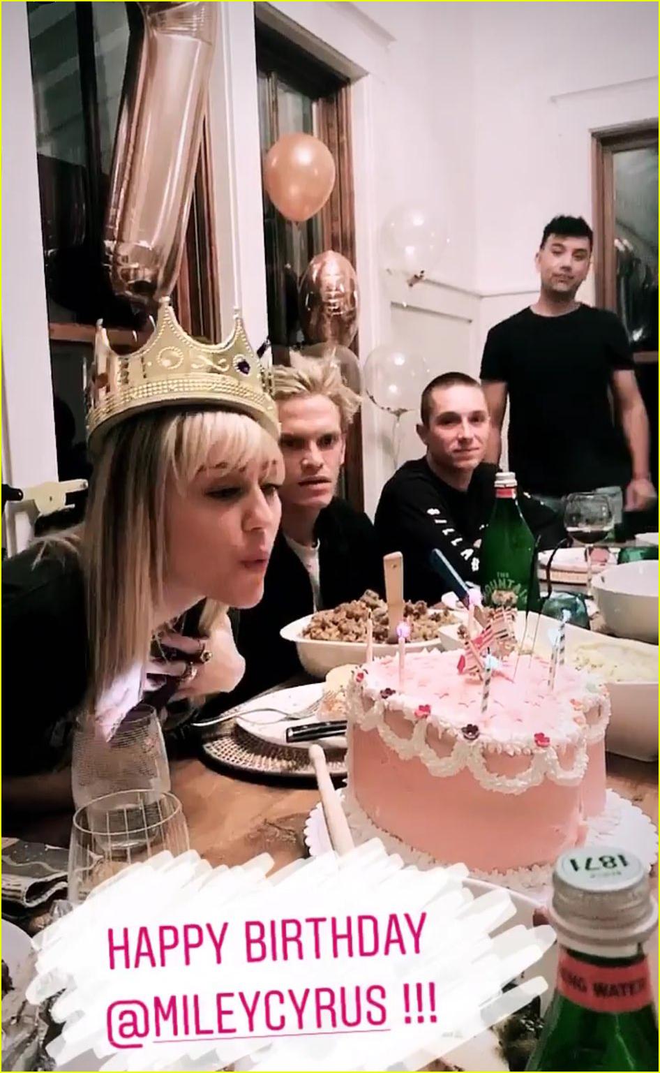 miley cyrus celebrating 27th birthday with boyfriend cody simpson