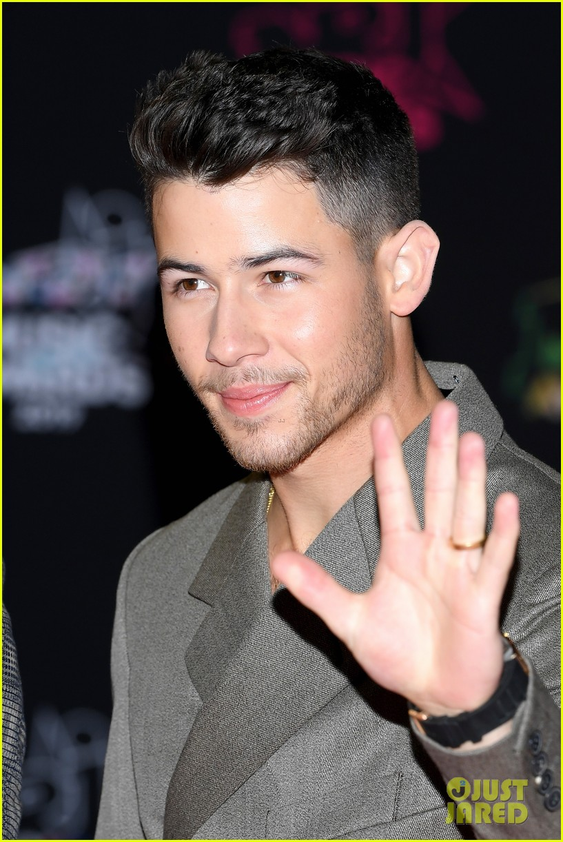 jonas brothers buddy up for nrj music awards in cannes 09