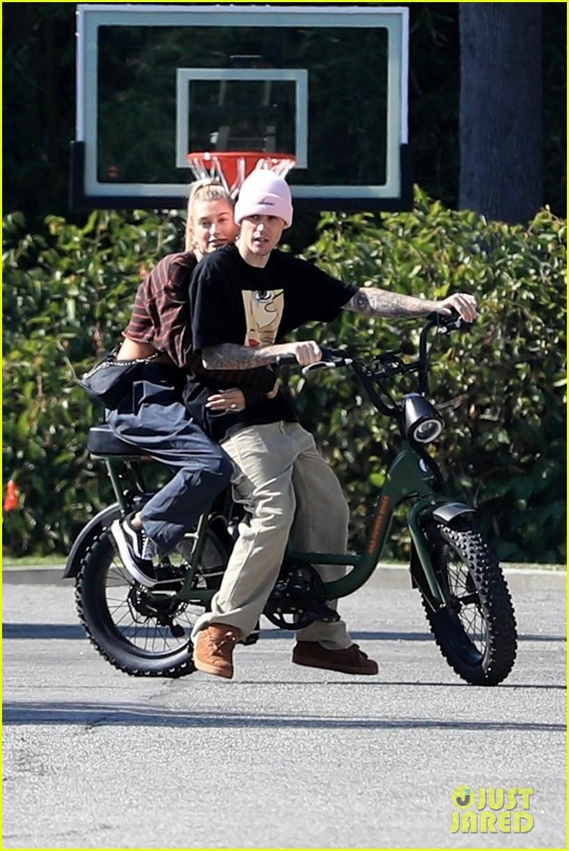 Justin Bieber Hops On A Unicycle & A Bike With Wife Hailey  | justin hailey bieber bike around the neighborhood 02 - Photo