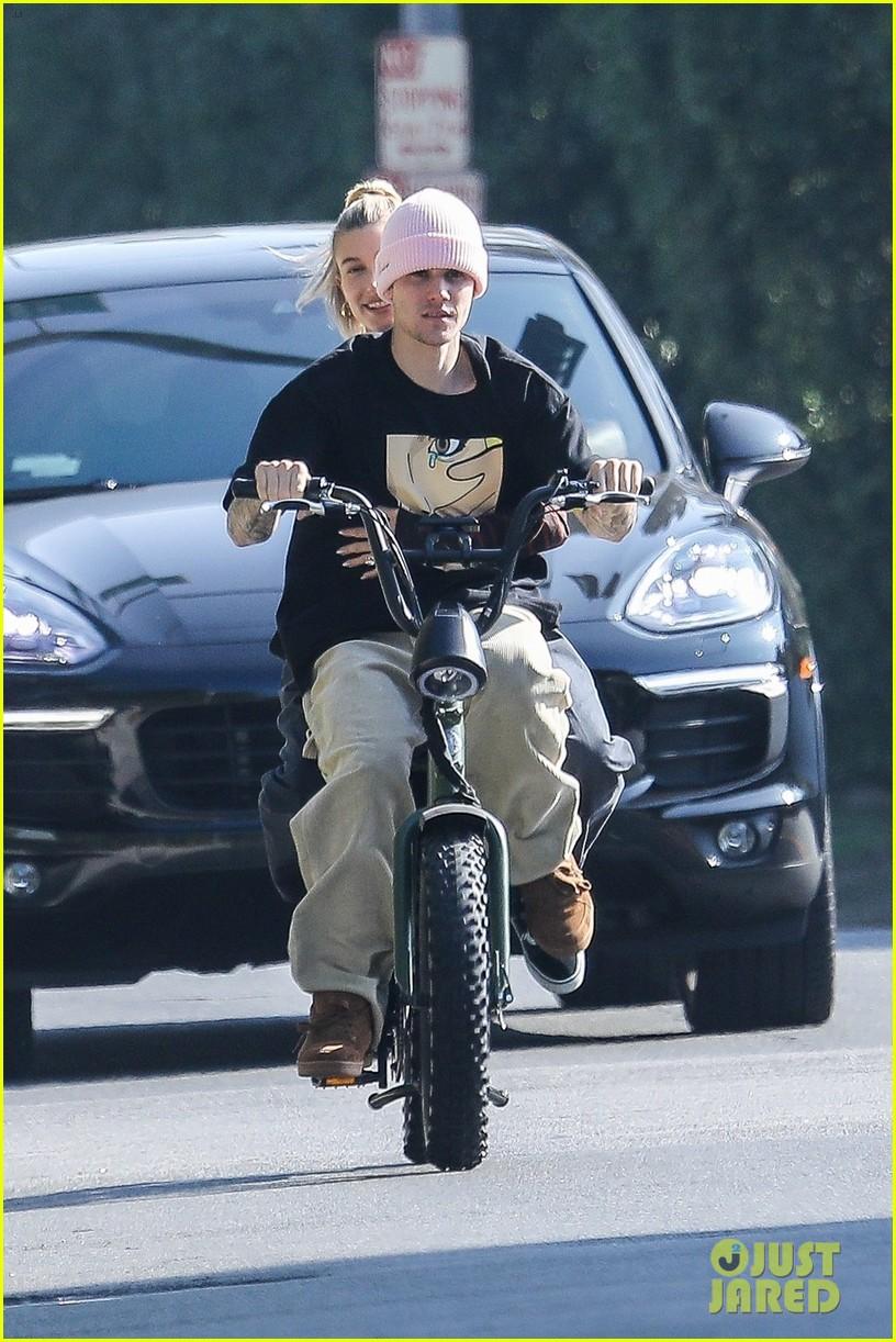 Justin Bieber Hops On A Unicycle & A Bike With Wife Hailey  | justin hailey bieber bike around the neighborhood 04 - Photo