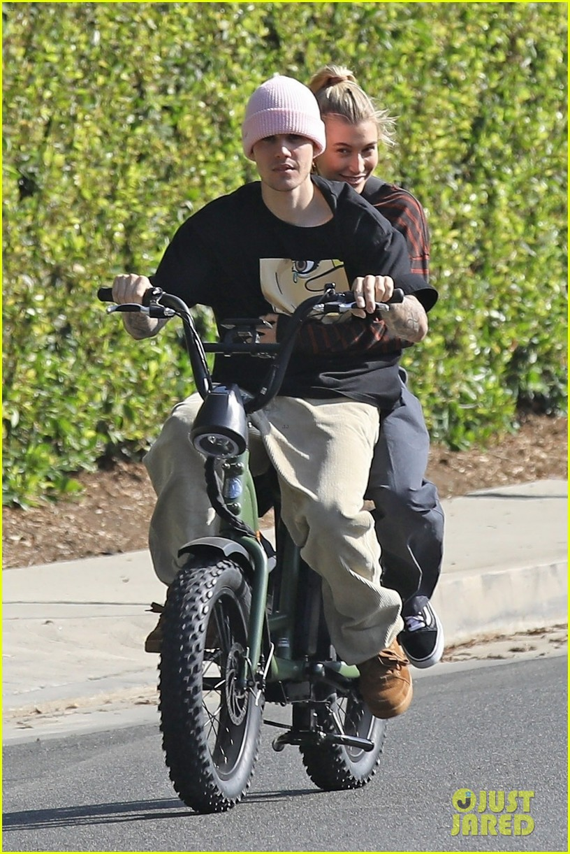 Justin Bieber Hops On A Unicycle & A Bike With Wife Hailey  | justin hailey bieber bike around the neighborhood 05 - Photo