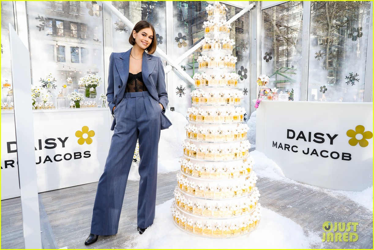 kaia gerber bailee madison landry bender more daisy marc jacobs event 01