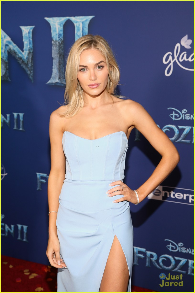 merrell twins influencers freeform stars more frozen premiere 06