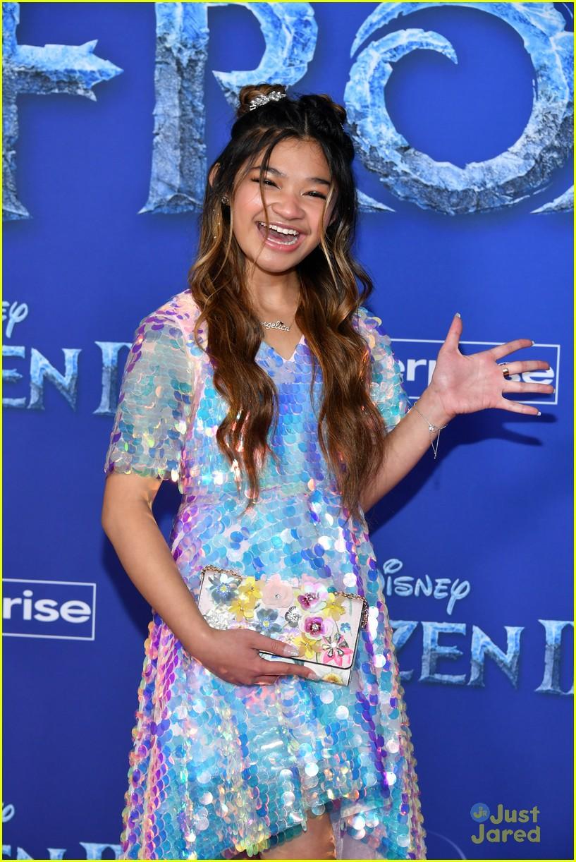 merrell twins influencers freeform stars more frozen premiere 42