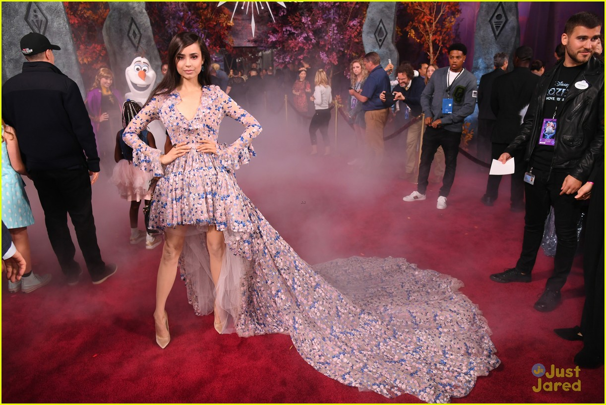 sofia carson bombshell dress frozen premiere new song 05