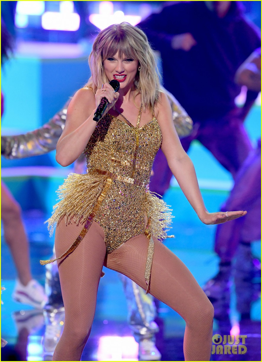 Taylor Swift Sings Her Greatests Hits For Amas 2019 Performance Medley Photo 1275072 2019 American Music Awards American Music Awards Camila Cabello Craig Hall Halsey Misty Copeland Taylor Swift Pictures Just Jared Jr