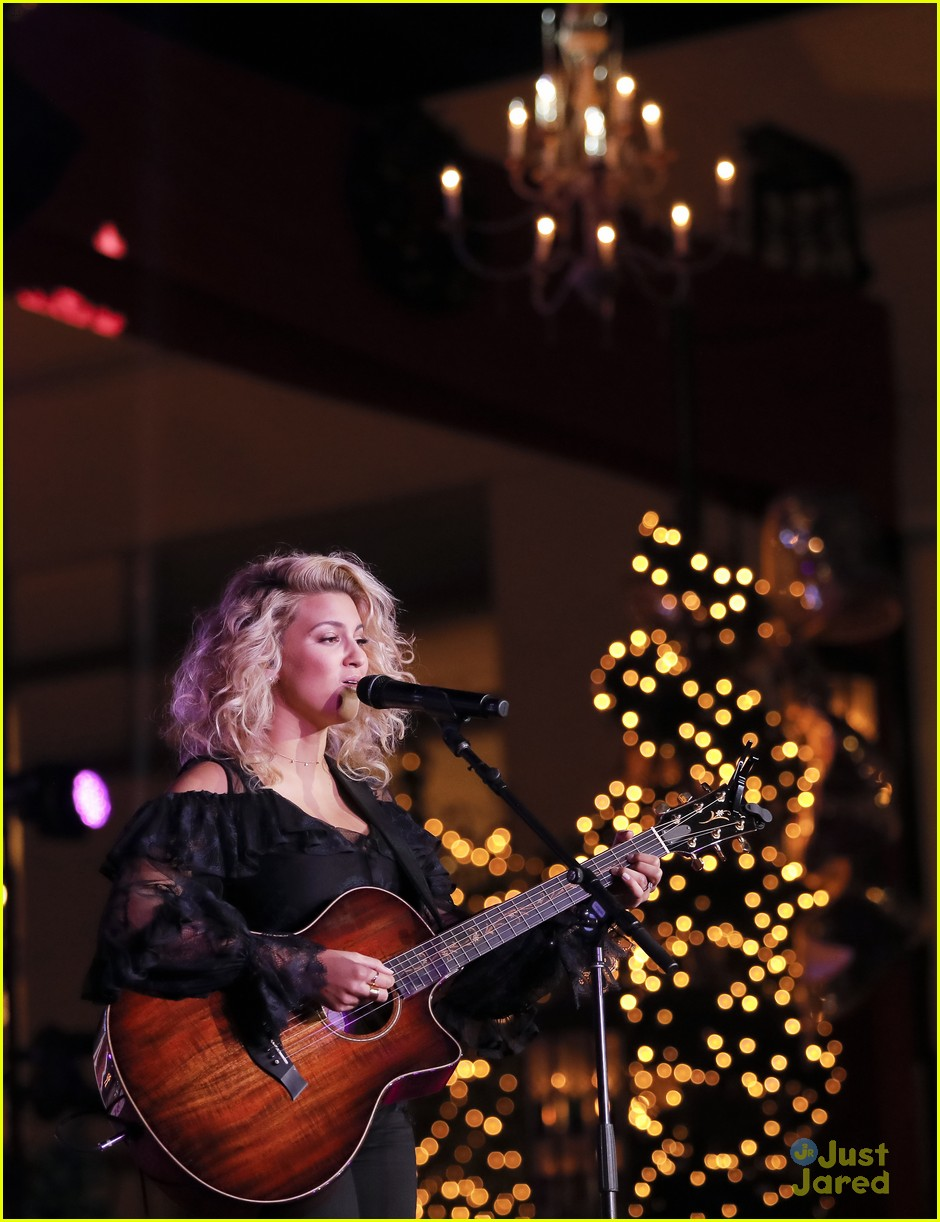 ashley tisdale tori kelly christmas grove celebration 05