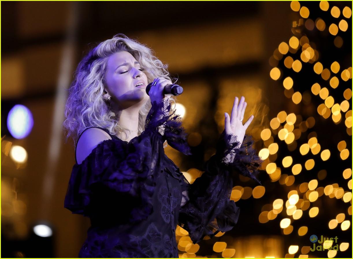 ashley tisdale tori kelly christmas grove celebration 19