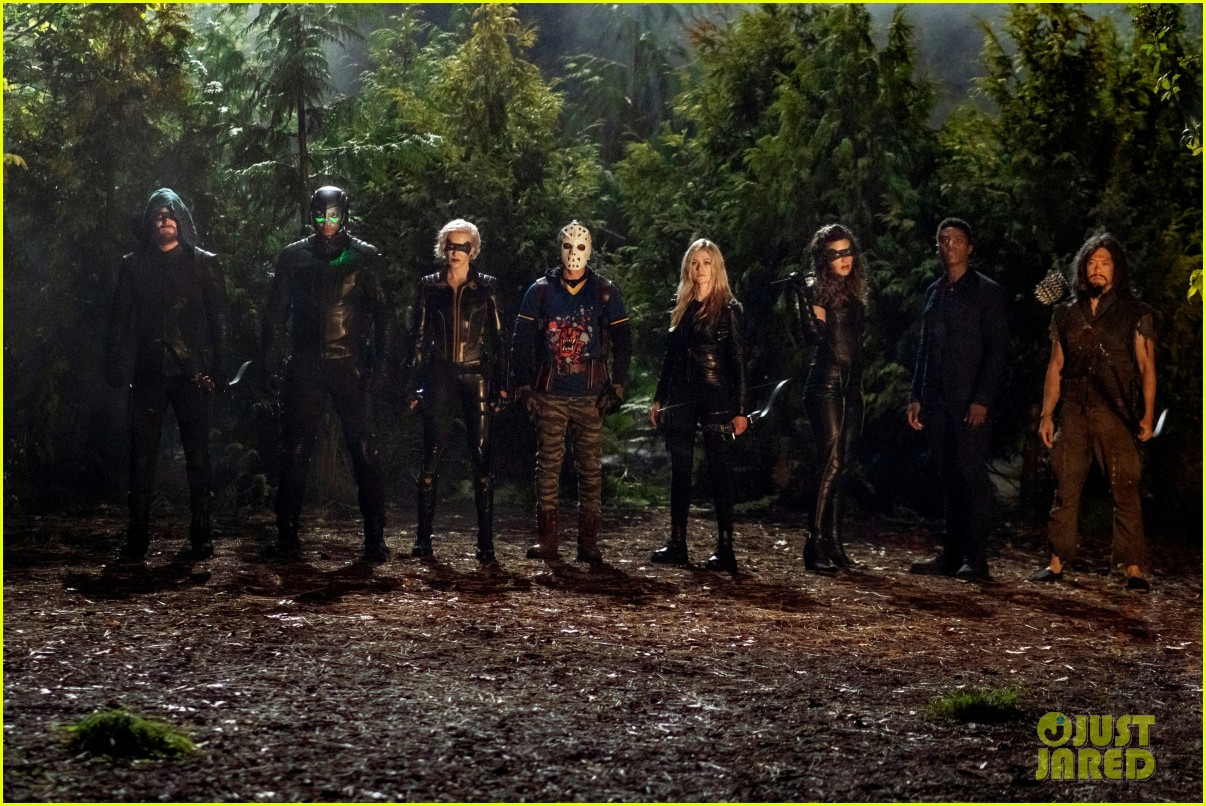 team arrow takes on a recognizable villain in tonights arrow 02