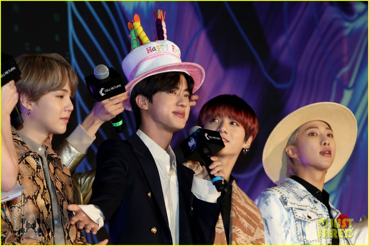 bts mnet awards jin bday hat pics 03