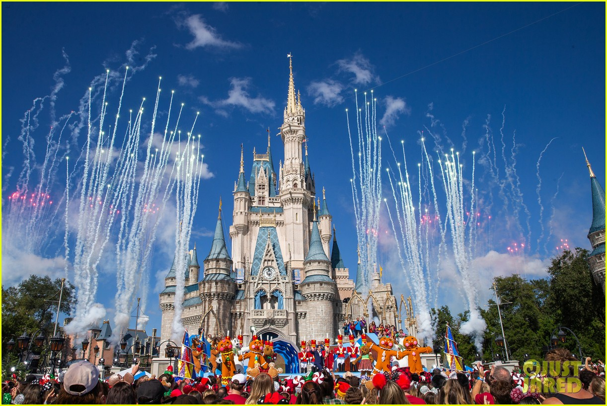 disney parks magical christmas day parade 2019 performers guests 02