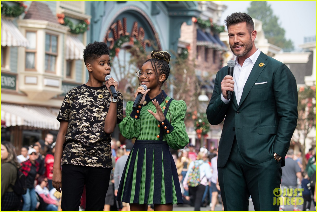 disney parks magical christmas day parade 2019 performers guests 03