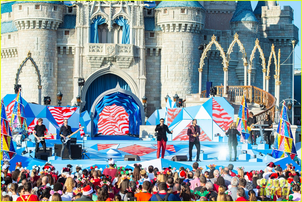 disney parks magical christmas day parade 2019 performers guests 12