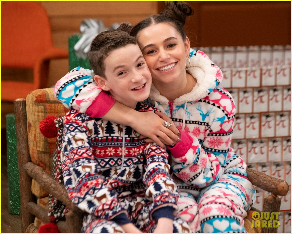 disney channels holidays unwrapped music event exclusive photos 02