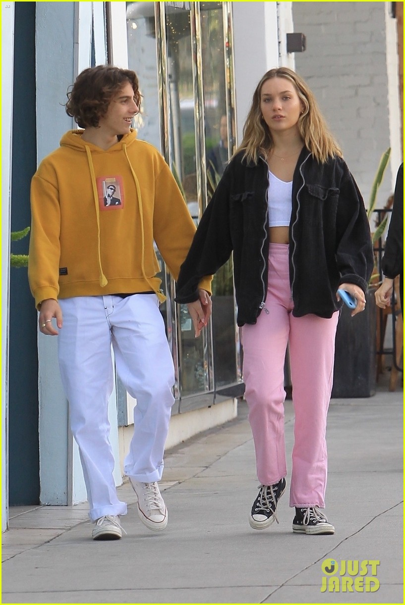 maddie ziegler holds hands with boyfriend eddie benjamin in beverly hills 02