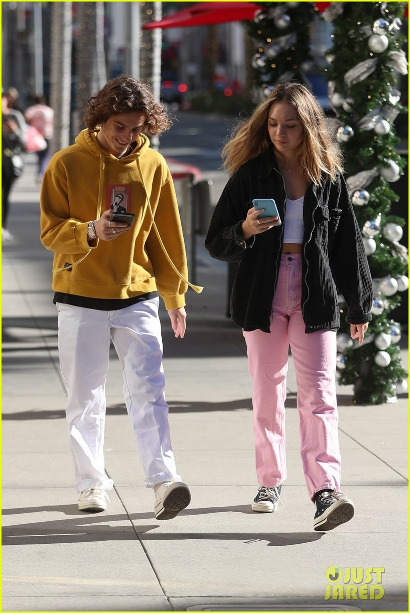 maddie ziegler holds hands with boyfriend eddie benjamin in beverly hills 03
