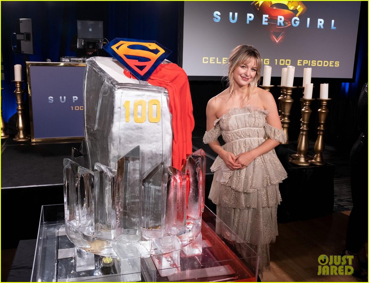 melissa benoist chris wood celebrate 100 episodes of supergirl 01