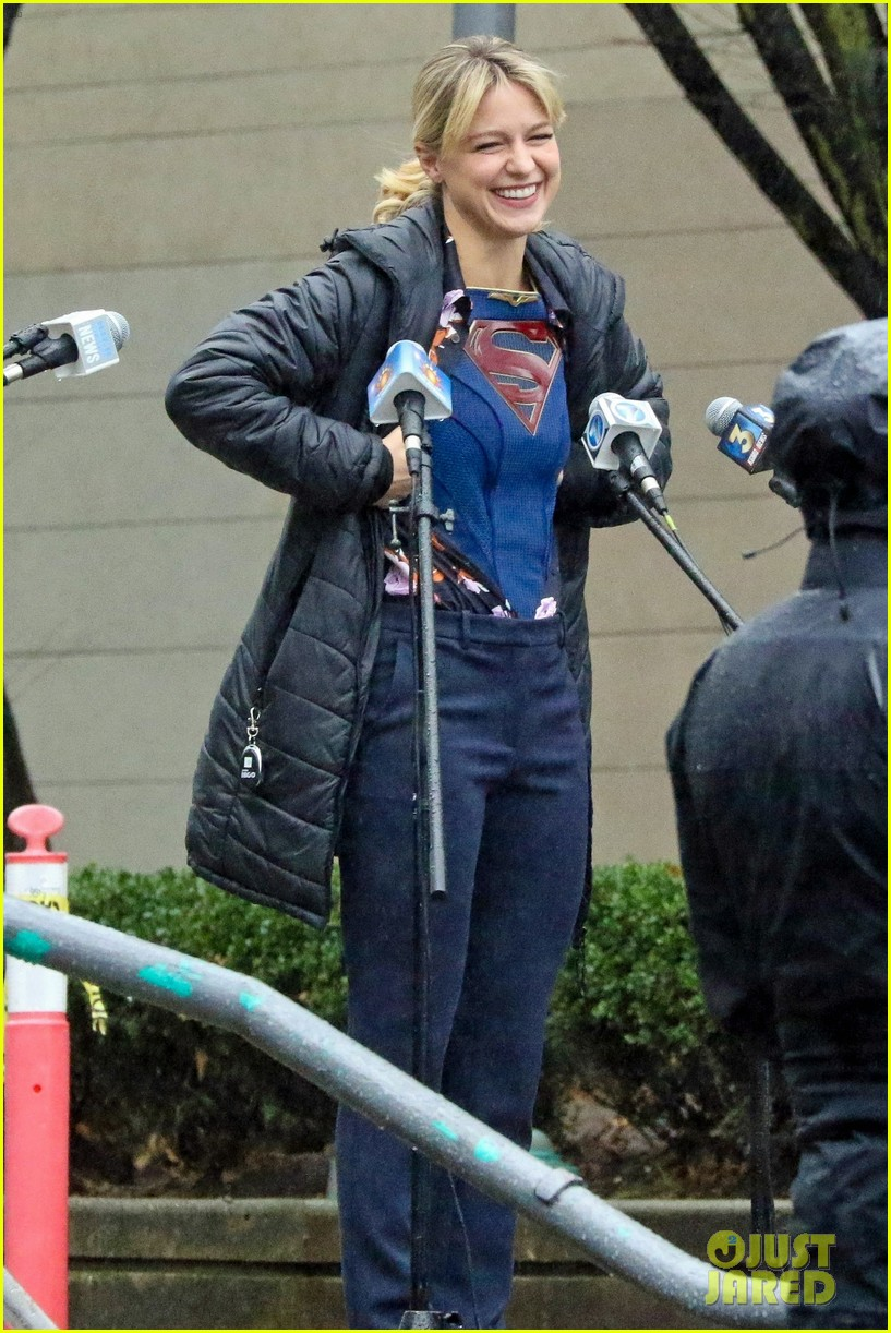 melissa benoist supergirl reveal set pics 01