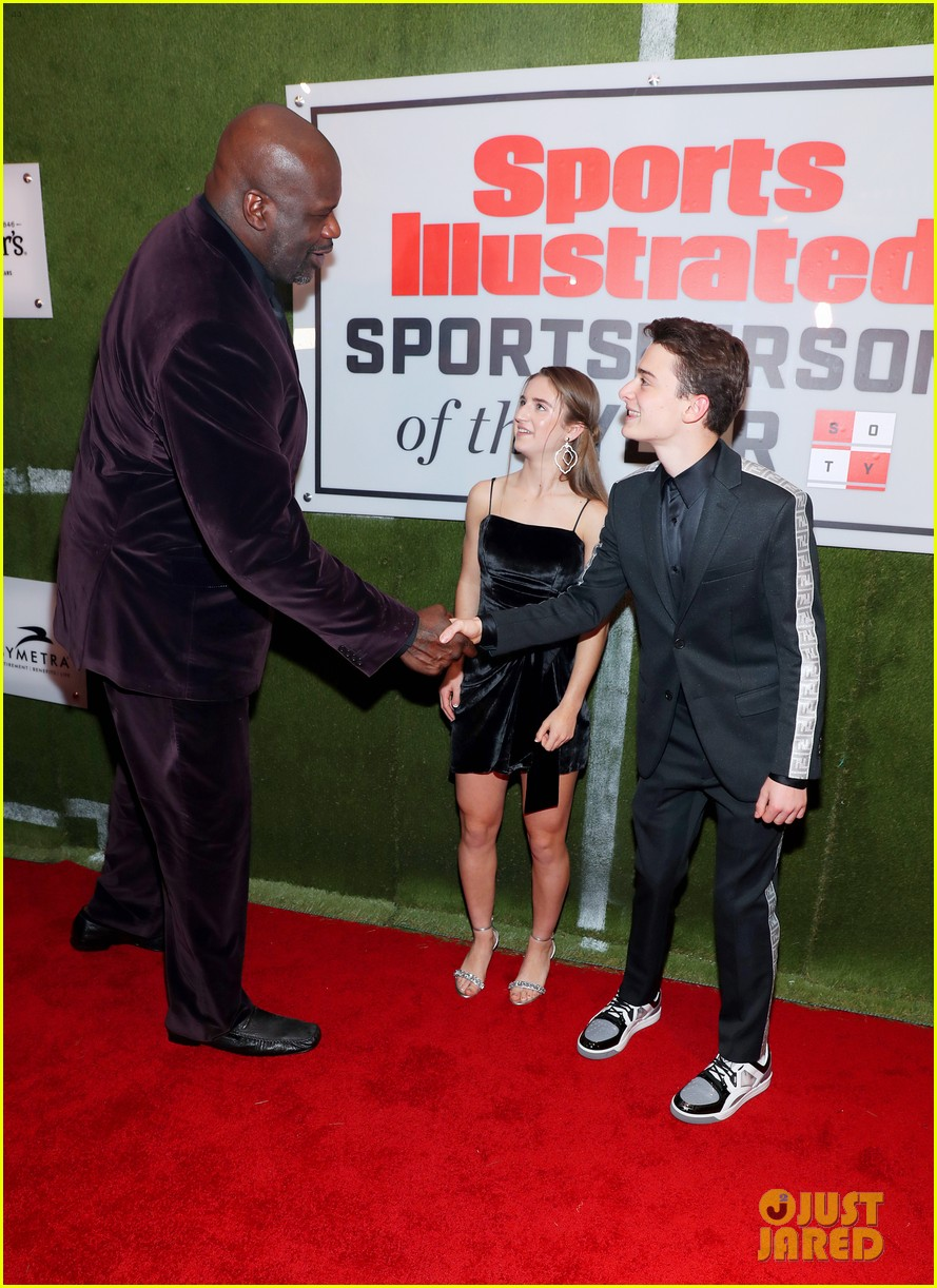 noah schnapp meets shaquille o neal at sportperson of the year 02