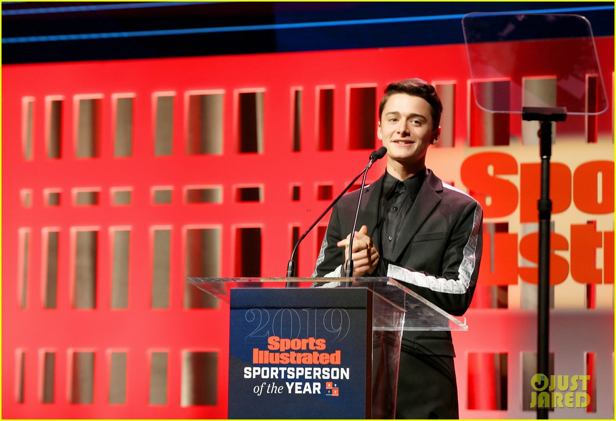 noah schnapp meets shaquille o neal at sportperson of the year 04