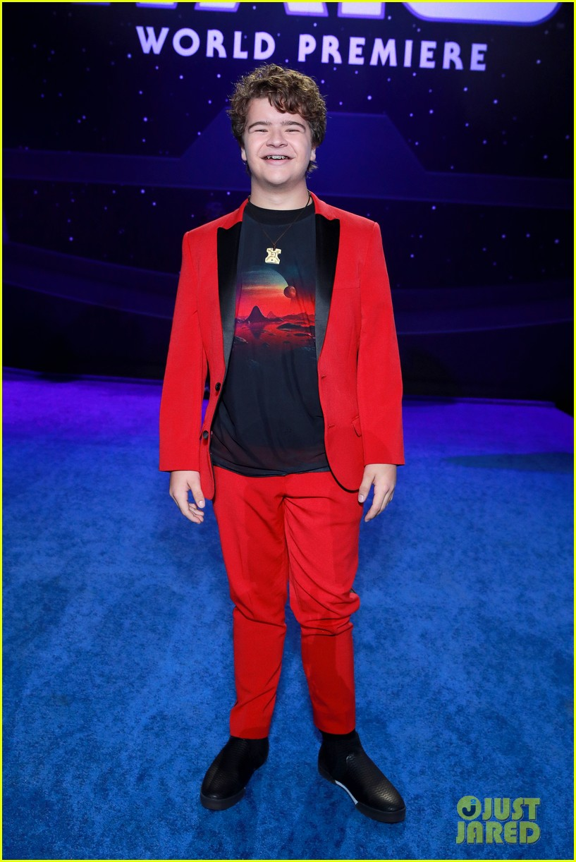 rico rodriguez brings mini lightsaber to star wars premiere 01