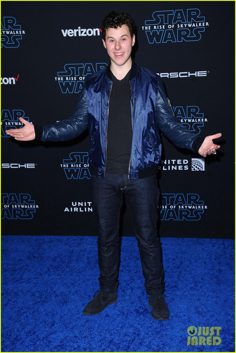 rico rodriguez brings mini lightsaber to star wars premiere 04
