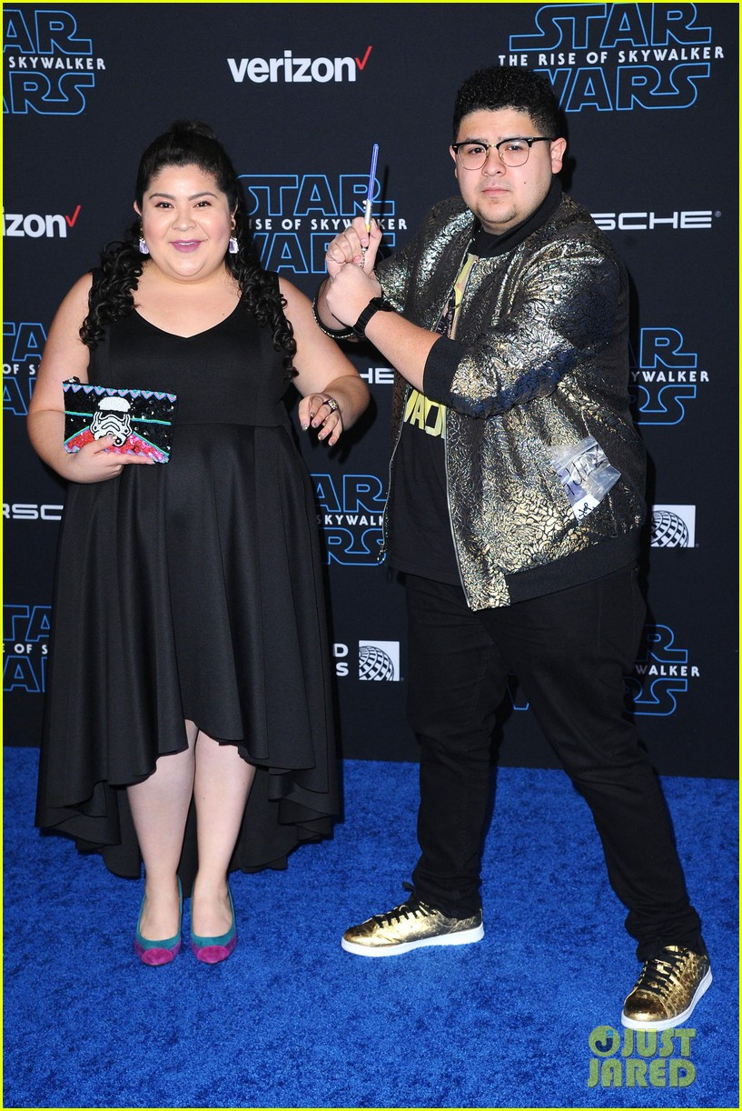 rico rodriguez brings mini lightsaber to star wars premiere 05