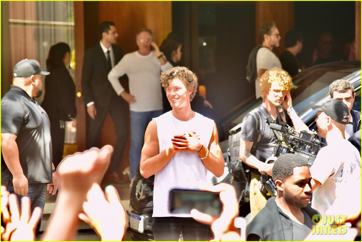 shawn mendes greets fans after cancelling brazil concert 01
