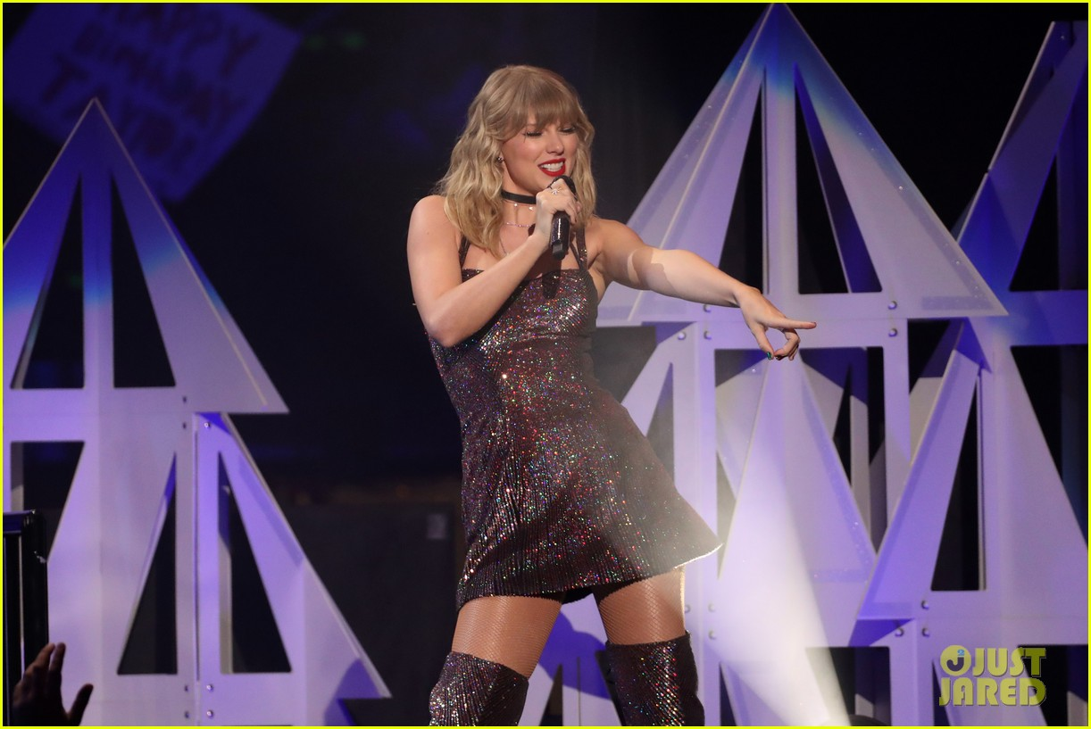 taylor swift z100 jingle ball cake 23