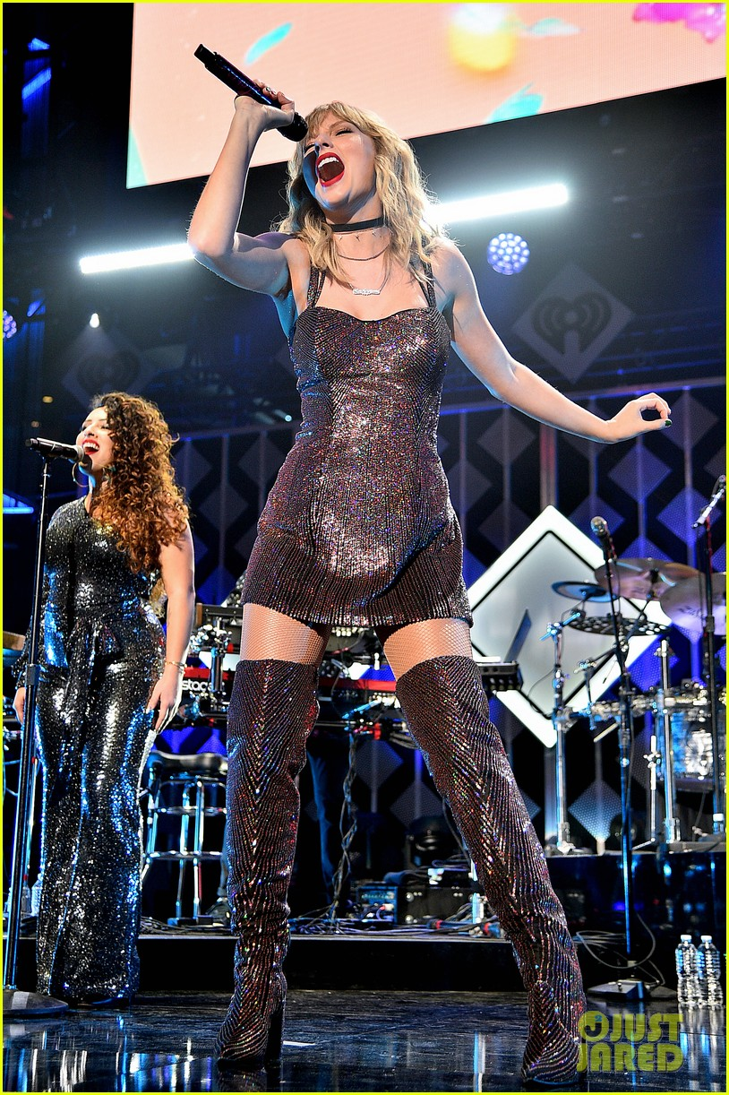taylor swift z100 jingle ball cake 36