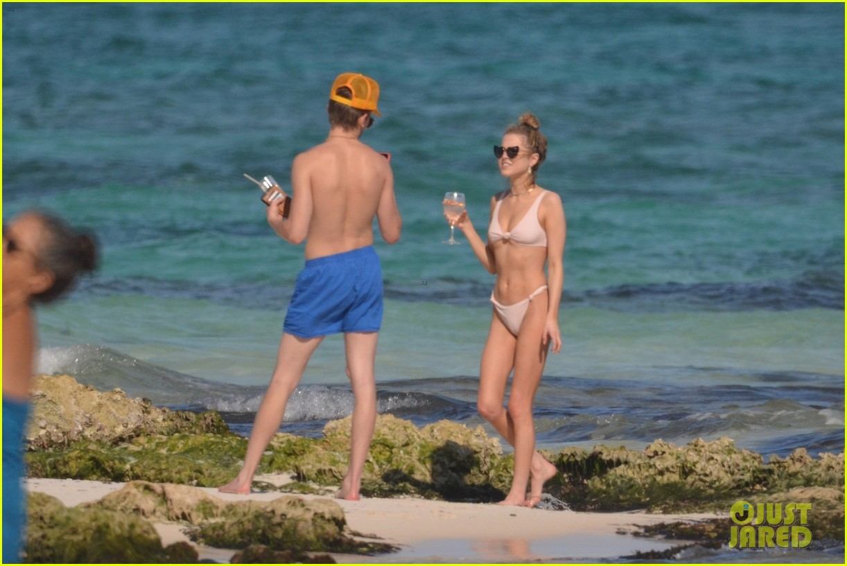 anne winters is not mad at paparazzi getting pics on her mexico vacation 01