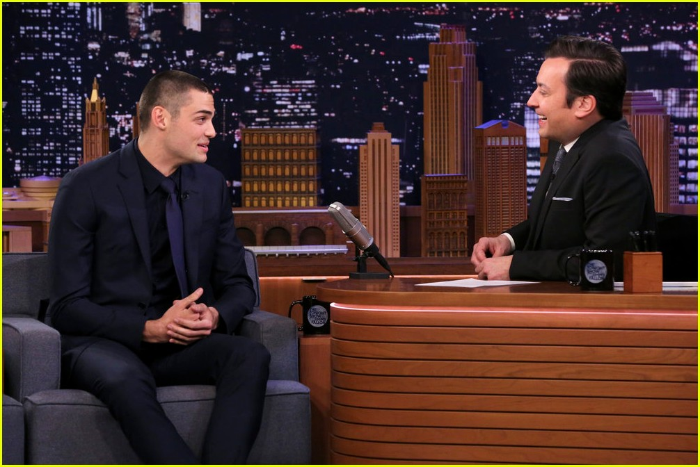 noah centineo jimmy fallon throw cups of water on each other 01