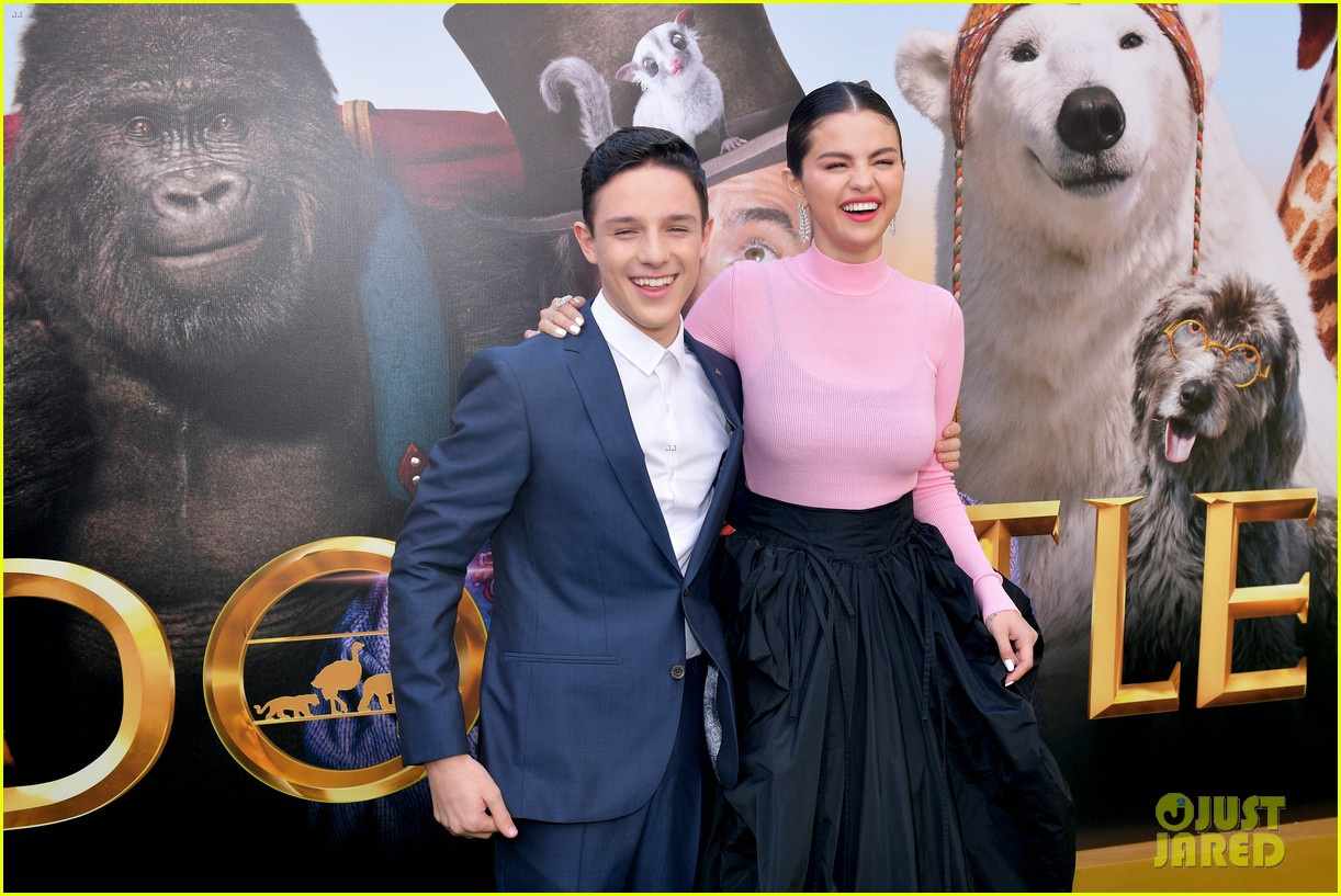 dolittle harry collett carmel laniado have a blast at the premiere 04